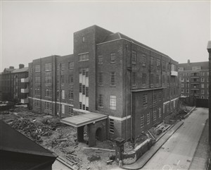 Photo:The new Maternity Block during construction, April 1940 (catalogue reference: SC01601-B9720)