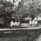 Photo:Nurses sitting in the garden