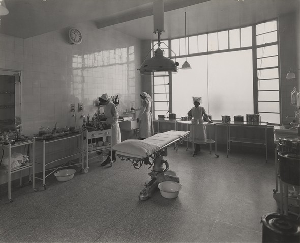 Photo:Operating theatre in the entrance block, Nov 1933 (Catalogue reference: SC01600-A9966).