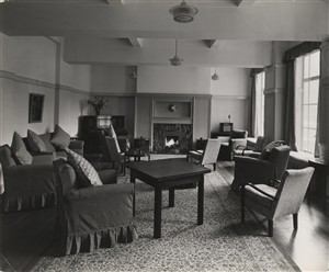 Photo:Staff sisters' common room, Oct 1937 (Catalogue reference: SC01604-B5918).