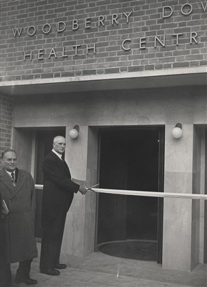 Photo:Somerville Hastings cutting the ribbon, October 1952